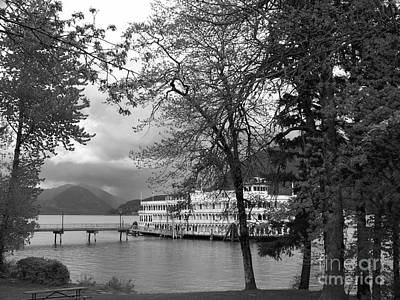 Columbia River Photograph - Queen Of The West In Black And White by Charles Robinson