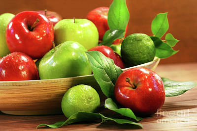Red And Green Apples In A Bowl Print by Sandra Cunningham