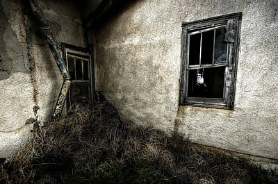 Abandoned Houses Photograph - Rough Exterior by Shane Linke