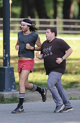Jonah Photograph - Russell Brand, Jonah Hill On Location by Everett