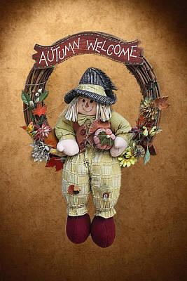 Scarecrow On Autumn Wreath Print by Linda Phelps