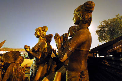 Sculpture Of Women Print by Sumit Mehndiratta