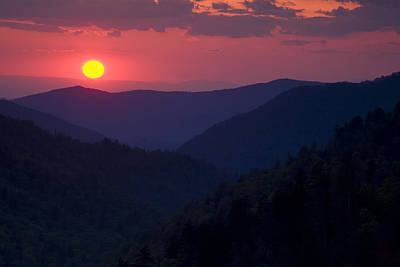 Setting Sun In The Mountains Print by Andrew Soundarajan
