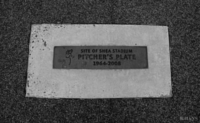 Stadium Scene Digital Art - Shea Stadium Pitchers Mound In Black And White by Rob Hans