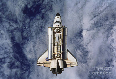 Space Shuttle Endeavor Print by Science Source