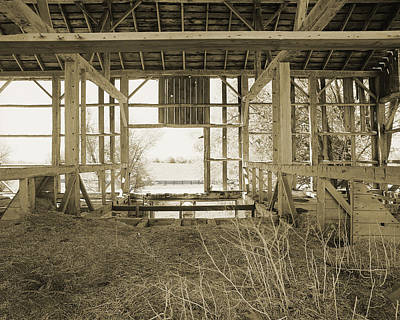 Tessman Barn Wood Print by Jan W Faul