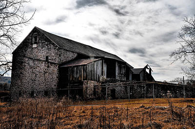 The Barn At Pawlings Farm Print by Bill Cannon