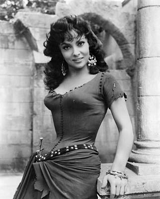 1950s Movies Photograph - The Hunchback Of Notre Dame, Gina by Everett