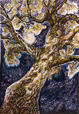 Australian Drawing - The Tree With The Lights In It. by Helen Duley