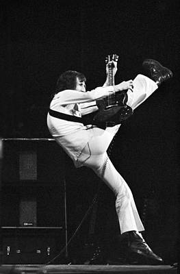 Perform Photograph - The Who's Pete Townshend 1972 by Chris Walter