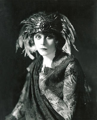 Theda Bara In The Broadway Show The Print by Everett