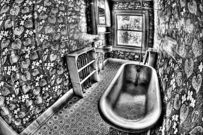 Tub Print by Tom Melo