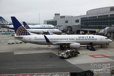 United Airlines At Foggy Sfo International Airport . 5d16937 Print by Wingsdomain Art and Photography