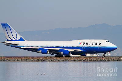 United Airlines Jet Airplane At San Francisco International Airport Sfo . 7d12006 Print by Wingsdomain Art and Photography