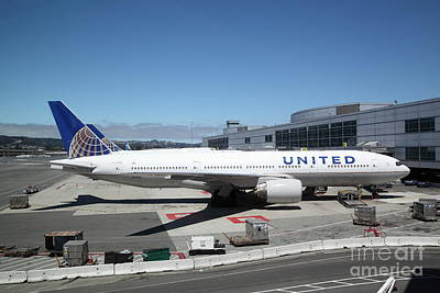 United Airlines Jet Airplane At San Francisco Sfo International Airport - 5d17107 Print by Wingsdomain Art and Photography
