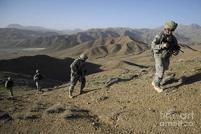 U.s. Army Sergeant Leading His Team Print by Stocktrek Images