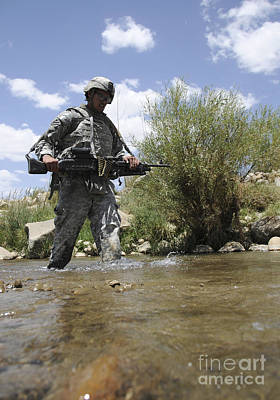 U.s. Army Soldier Crosses A Stream Print by Stocktrek Images