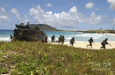 U.s. Marines Run Out Of An Amphibious Print by Stocktrek Images