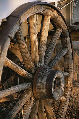 Historical Reenactments Photograph - Wagon Wheel On Covered Wagon At Bar 10 by Todd Gipstein