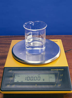 Mass Effect Photograph - Water In Beaker On Scales by Andrew Lambert Photography