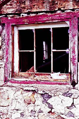 Window On An Abandoned Barn Print by Gordon Wood