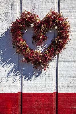 Wreath Heart On Wood Wall Print by Garry Gay