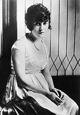 Necklace Photograph - Actress Mabel Normand by Underwood Archives
