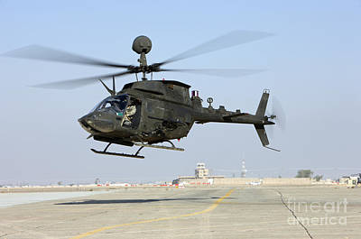 An Oh-58d Kiowa Warrior Hovers Print by Terry Moore