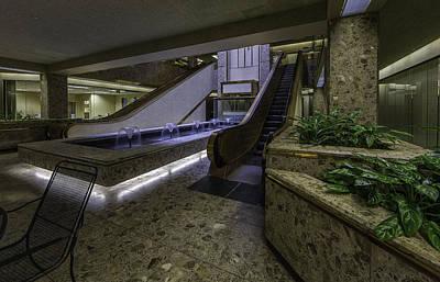 Syracuse Ny Photograph - Atrium - Syracuse Ny by Everet Regal