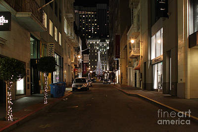 Union Square Photograph - Christmas Eve 2009 On Maiden Lane In San Francisco by Wingsdomain Art and Photography