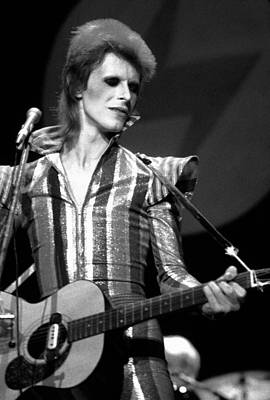 Perform Photograph - David Bowie 1973 by Chris Walter