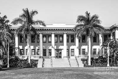 University Of Hawaii Hawaii Hall Print by University Icons