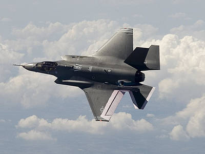 Lockheed Martin F-35 Lightening II Joint Strike Fighter Print by L Brown