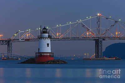 Tarrytown Lighthouse And Tappan Zee Bridge At Twilight Print by Clarence Holmes