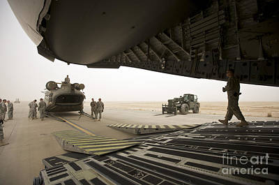 Cob Speicher Photograph - Tikrit, Iraq - A Ch-47 Chinook by Terry Moore