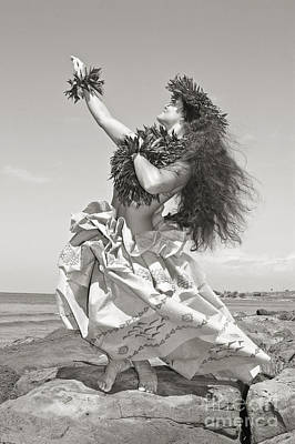 Hula Girl Art Photograph - Wahine Hula by Himani - Printscapes