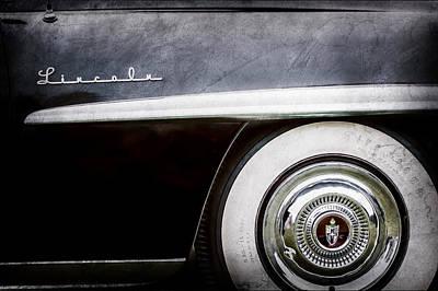Lincoln Photograph - 1952 Lincoln Derham Town Wheel Emblem -0416ac by Jill Reger