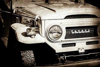 Cruiser Photograph - 1973 Toyota Fj40 Land Cruiser Grille Emblem -1918s by Jill Reger