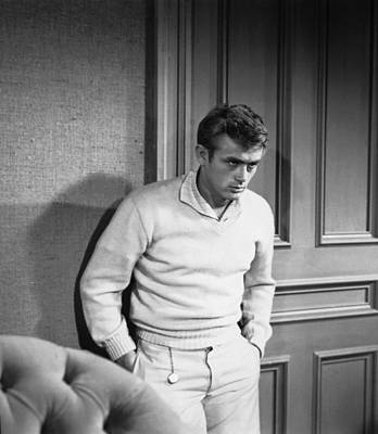 1955 Movies Photograph - East Of Eden, James Dean, 1955 by Everett