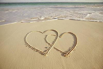 2 Hearts Drawn On The Beach Print by Gen Nishino