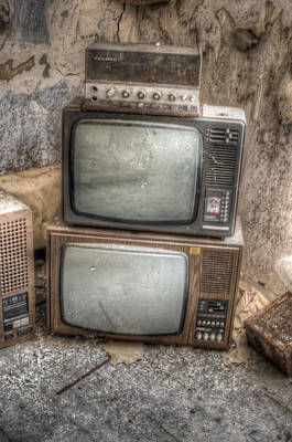 2 Tv's And A Radio Print by Nathan Wright