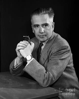 Gino Photograph - Emilio Segr�, Italian-american Physicist by Science Source
