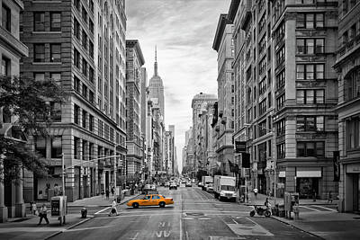Streetscenes Photograph - 5th Avenue Yellow Cab - Nyc by Melanie Viola