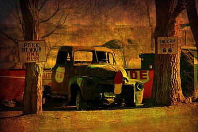 Abstrakt Photograph - A Good Parking Spot by Susanne Van Hulst