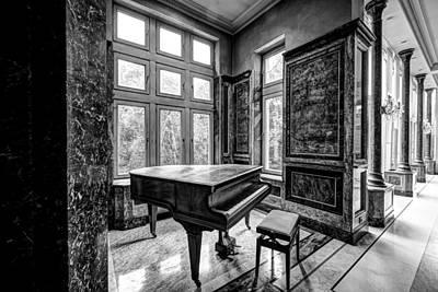 Abandoned Piano Monochroom- Urban Exploration Print by Dirk Ercken