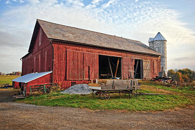 Barns Photograph - Amish Barn At Sunrise by Marcia Colelli