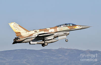Foreign Military Photograph - An Israeli Air Force F-16i Sufa by Giovanni Colla