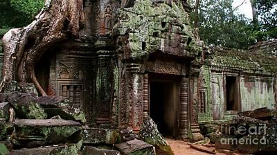 Angkor Digital Art - Angkor Wat by Louise Fahy