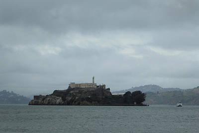 Alcatraz Photograph - Approaching Alcatraz by Gordon Beck