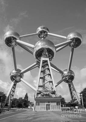 Atom Photograph - Atomium by Juli Scalzi